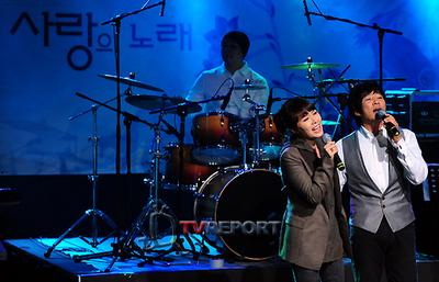 [T포토]최수종·하희라 부부, '사랑의 노래'