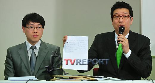 """[T포토] 방송인 강병규 """"이것이 증거 자료"""""""