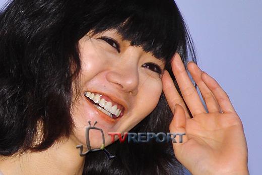 [T포토] 배두나, '백만불짜리 미소' 지으며