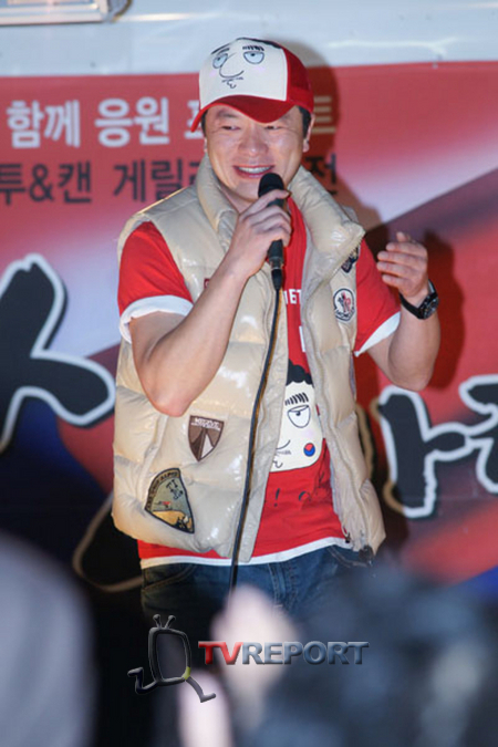 [T포토] '컬투'와 '캔'이 함께 하는 게릴라 응원콘서트 5