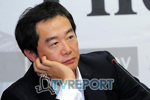 [T포토] 고민하는 장진 감독