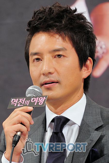 [T포토] 정준호 '대한민국 대표 회사원입니다!'