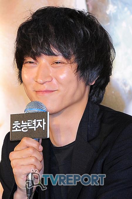[T포토] 강동원 '초능력자가 되면.. 우주로 나가겠어요!'