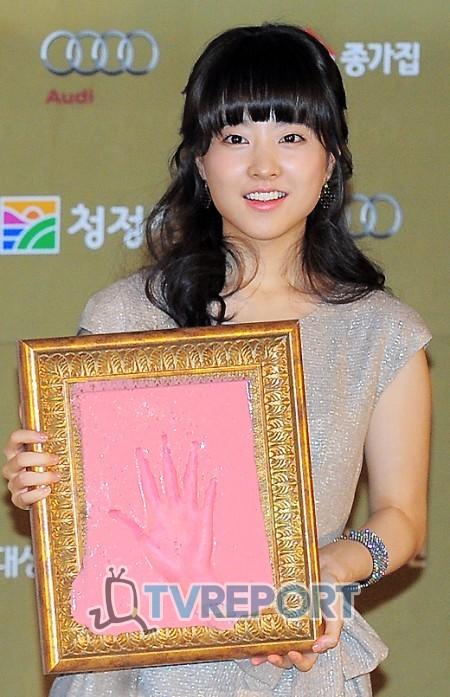 [T포토] 박보영 '제 손바닥 어때요?'
