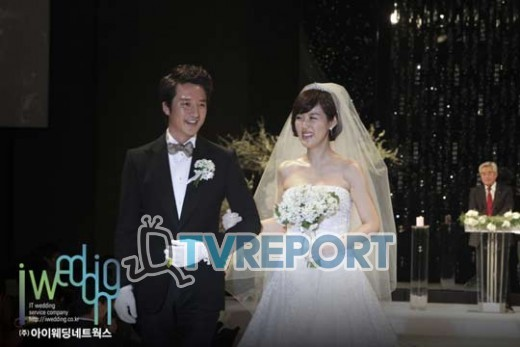 [T포토] 정준호-이하정, 결혼식 내내 웃음꽃 만발