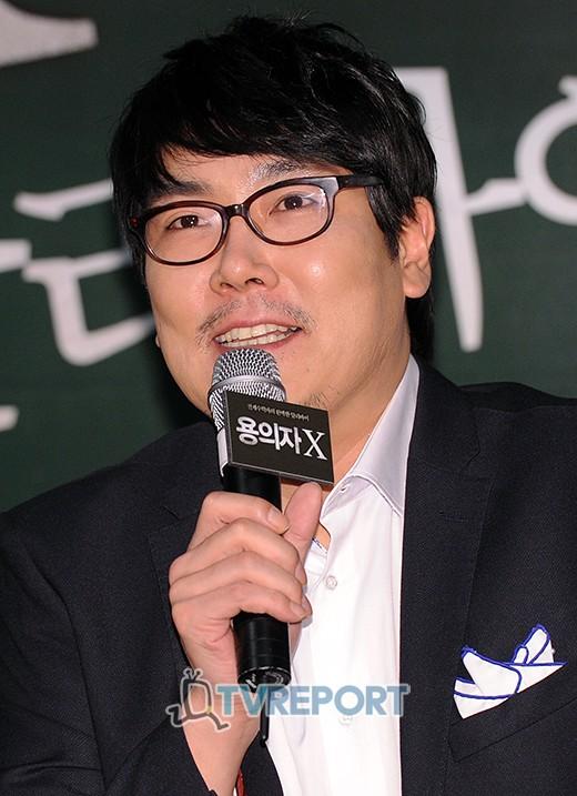 조진웅, '용의자X' 100만 돌파 기념 깜짝 무대 인사