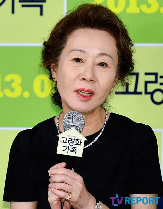 """'고령화가족' 윤여정 """"송해성 감독과 절친됐다"""""""