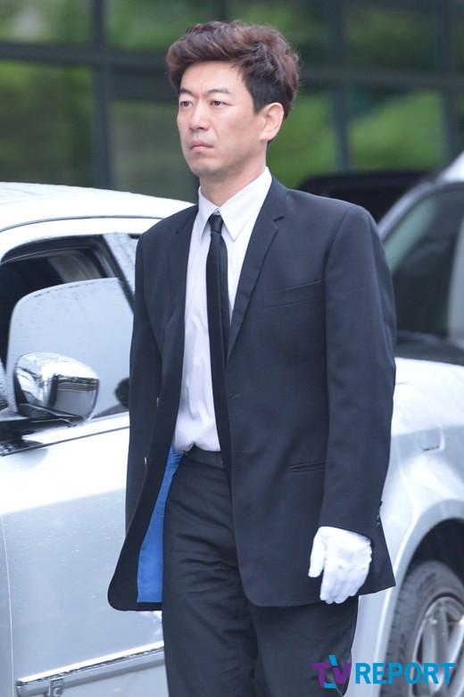 [T포토] 김경식 '믿을 수 없는 현실에 망연자실'