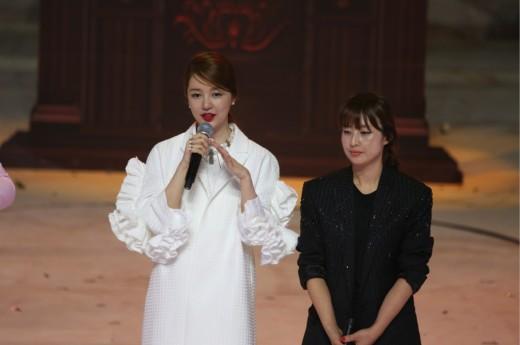 윤은혜, 중국서 '패션 여왕' 등극…디자인 서바이벌 첫 1위