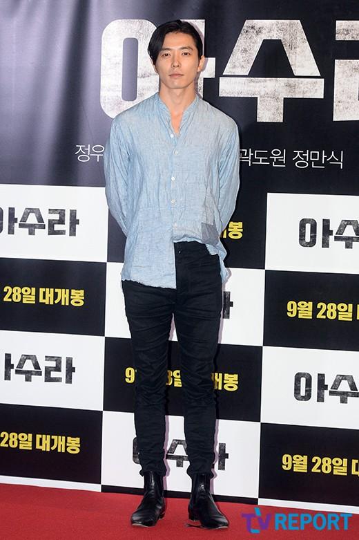 [T포토] 김재욱 '편안한 패션으로 영화관 나들이'