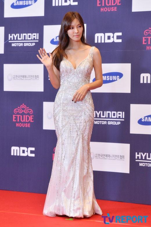 [T포토] 김소연 '명품 콜라병 몸매'