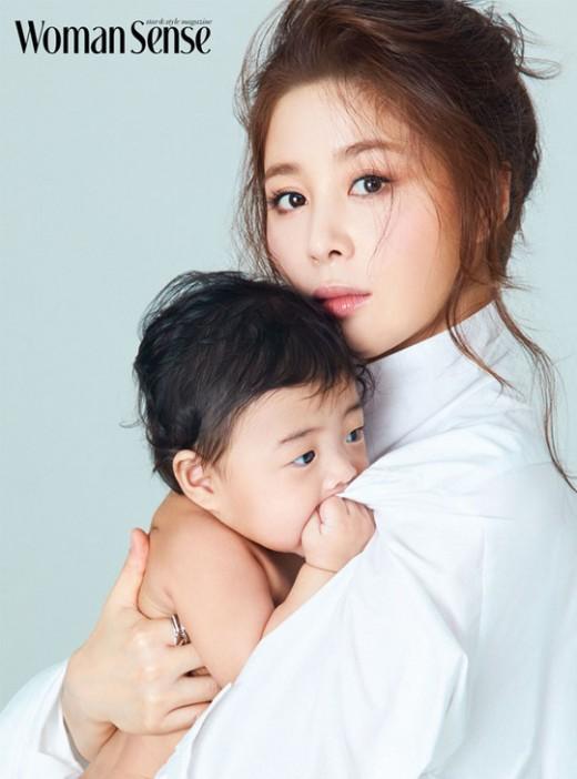 """서영희, 생후 7개월 딸과 첫 화보 """"엄마되니 감정 깊어져""""[화보]"""