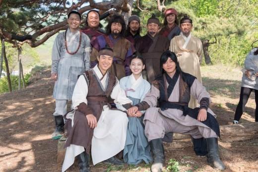 '역적' 홍길동 사단 가족사진…기구한 운명 교차 '뭉클'