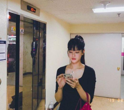 오연서, 엘리베이터 앞 빛나는 미모