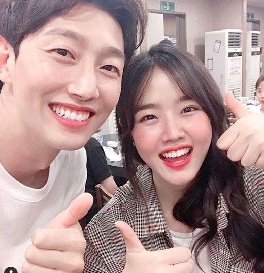 """상큼미모 김향기, 강기영과 화기애애 인증샷 """"한결쌤 최고"""""""
