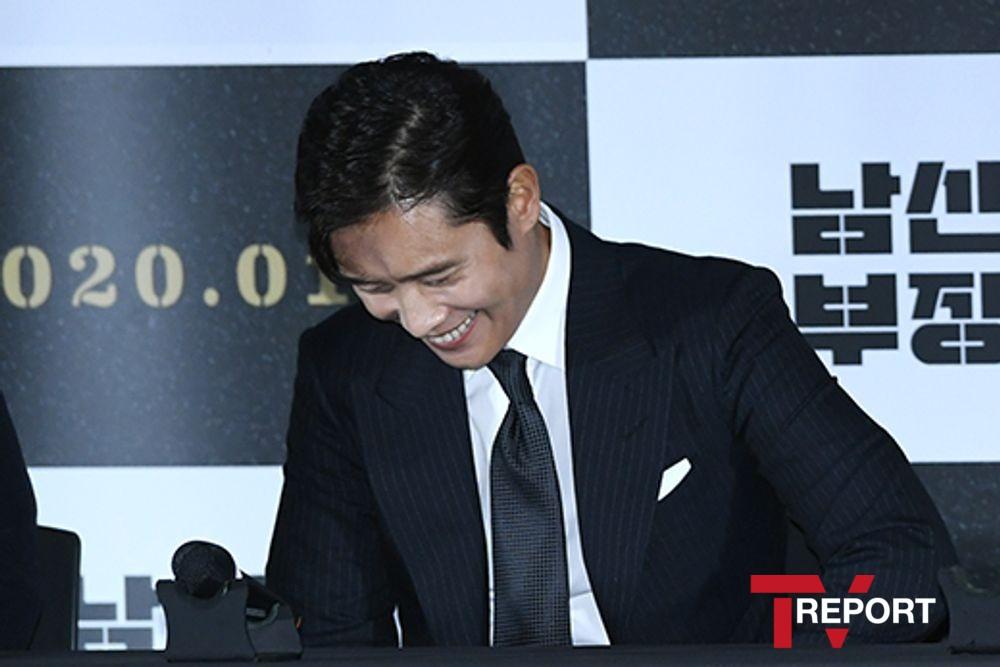 [T포토] 이병헌 '참을 수 없는 웃음'