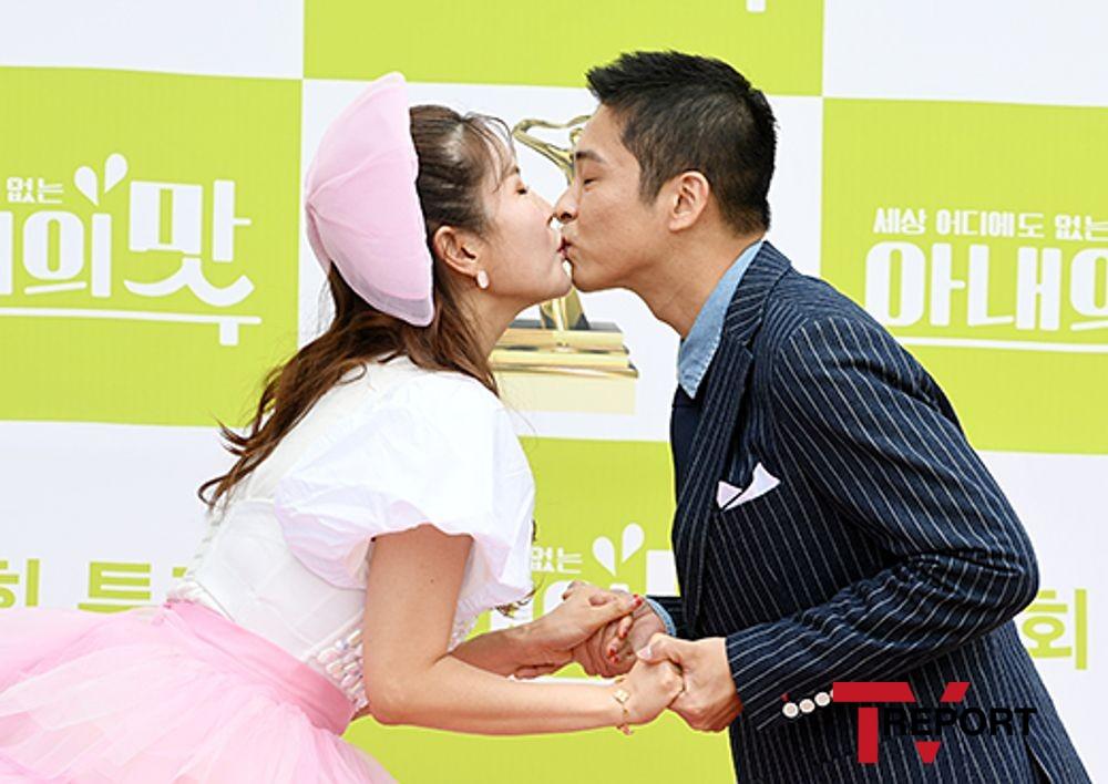 [T포토] 장영란-한창 '달콤한 키스'