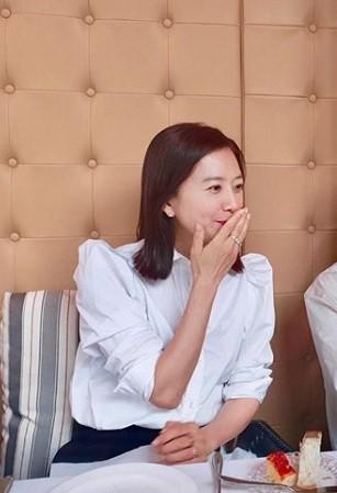 김희애, '부부의 세계' 종영 후 근황... 여전히 우아한