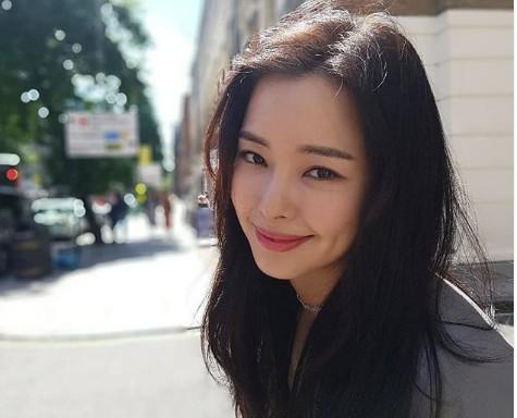 """이하늬, 싱그러운 미소로 근황 공개 """"고혹美 뿜뿜"""""""