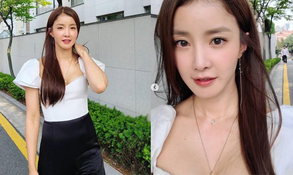 """""""청순 글래머의 정석""""…이시영, 블라우스 하나로 '올킬' [리포트:컷]"""