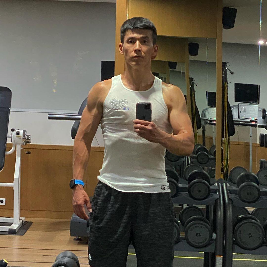 '정혜영♥' 션, 잔뜩 성난 근육…조각 같은 몸 [리포트:컷]