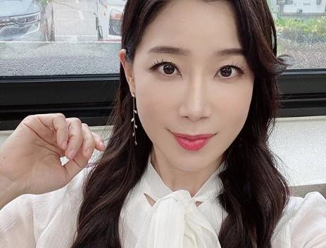 """김하영, 청춘+우아 비주얼로 전한 반전근황 """"닭가슴살 다이어트 중"""""""