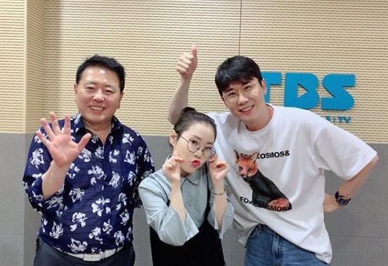 """'허리케인 라디오' 영탁 """"가장 마음에 드는 자작곡? 장민호의 '읽씹안읽씹'"""""""