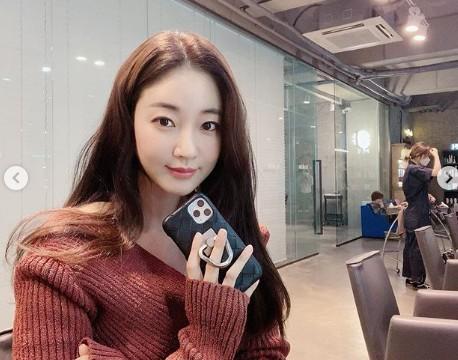 """""""40대 실화?""""...김사랑, 세월 역주행 미모+우월한 명품 각선미 [리포트:컷]"""