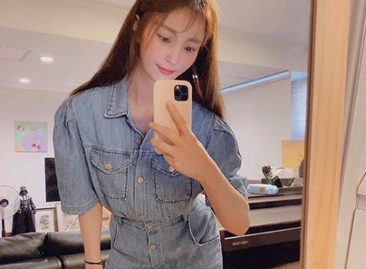 """""""세월 빗겨간 고혹美""""...안혜경, 거울 셀카로 뽐낸 분위기 여신의 아우라"""