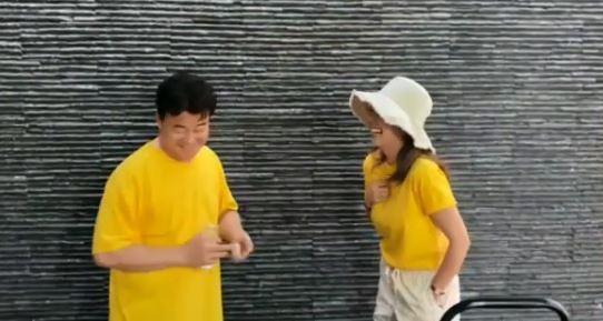 """""""8년차 부부의 달달""""…백종원♥소유진, 커플티 입고 깨소금 [리포트:컷]"""