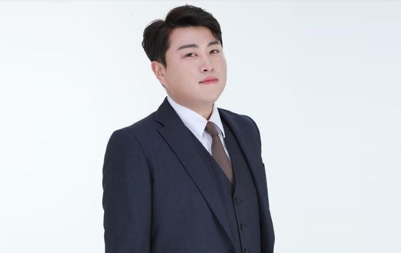 """김호중, 이번엔 전 여친 폭행 의혹... 소속사 측 """"사실무근→강경대응""""[전문]"""