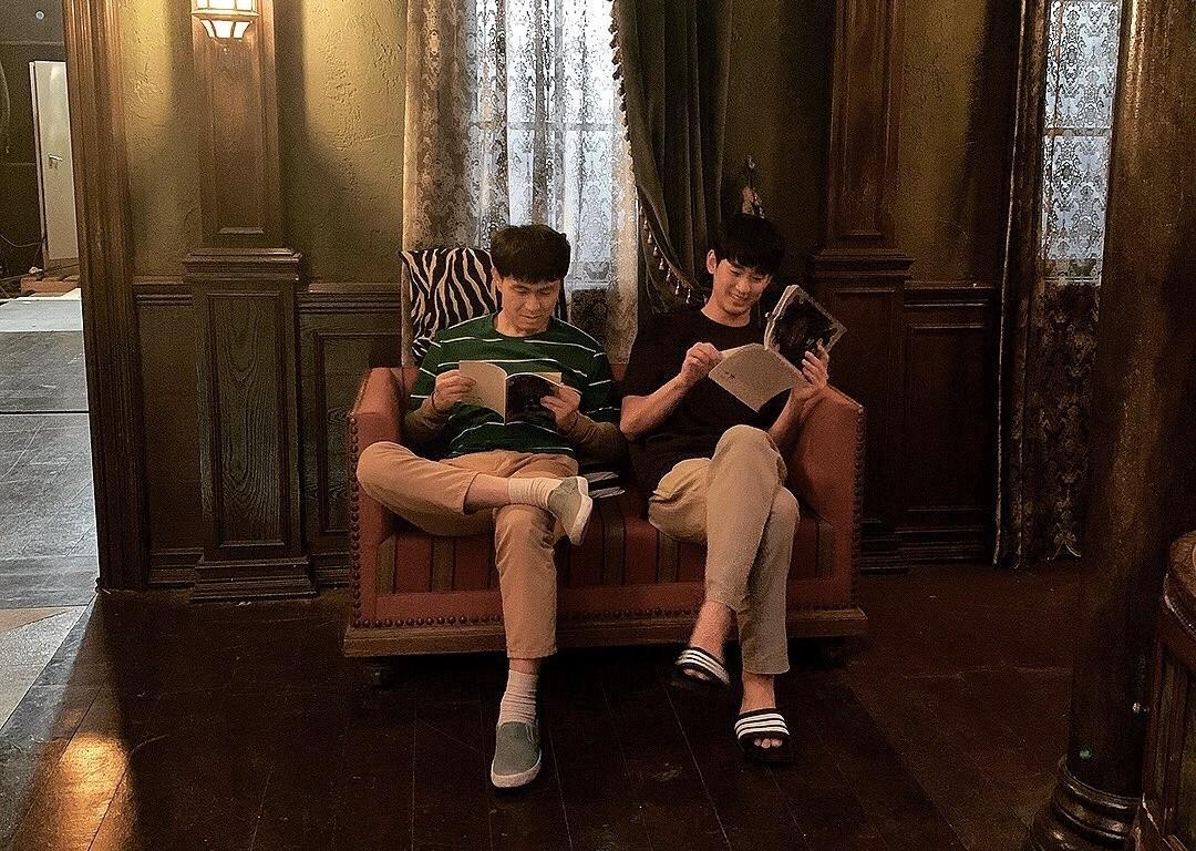 김수현X오정세, 나란히 앉은 형제…곁에 있어 즐거워 [리포트:컷]