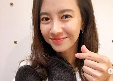 """송지효, 운동화 안고 세젤예 미소 """"용선이 선물, 감동"""" [리포트:컷]"""