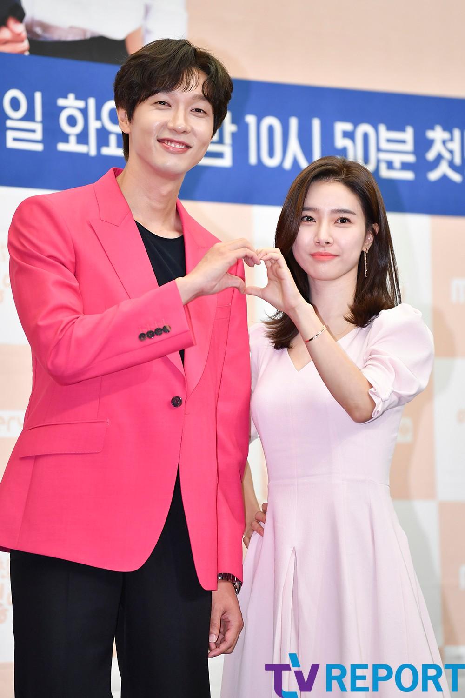 [T포토] 지현우-김소은 '환상의 투샷'