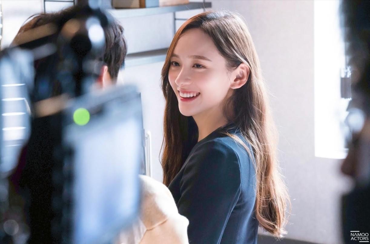 '브람스' 비하인드 컷 공개... 냉미녀 박지현은 어디 가고? 사랑스러운 미소