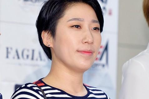 """김영희, 결혼발표 """"힘들 때 제 옆을 지켜주던 사람...식은 내년에"""" [전문]"""
