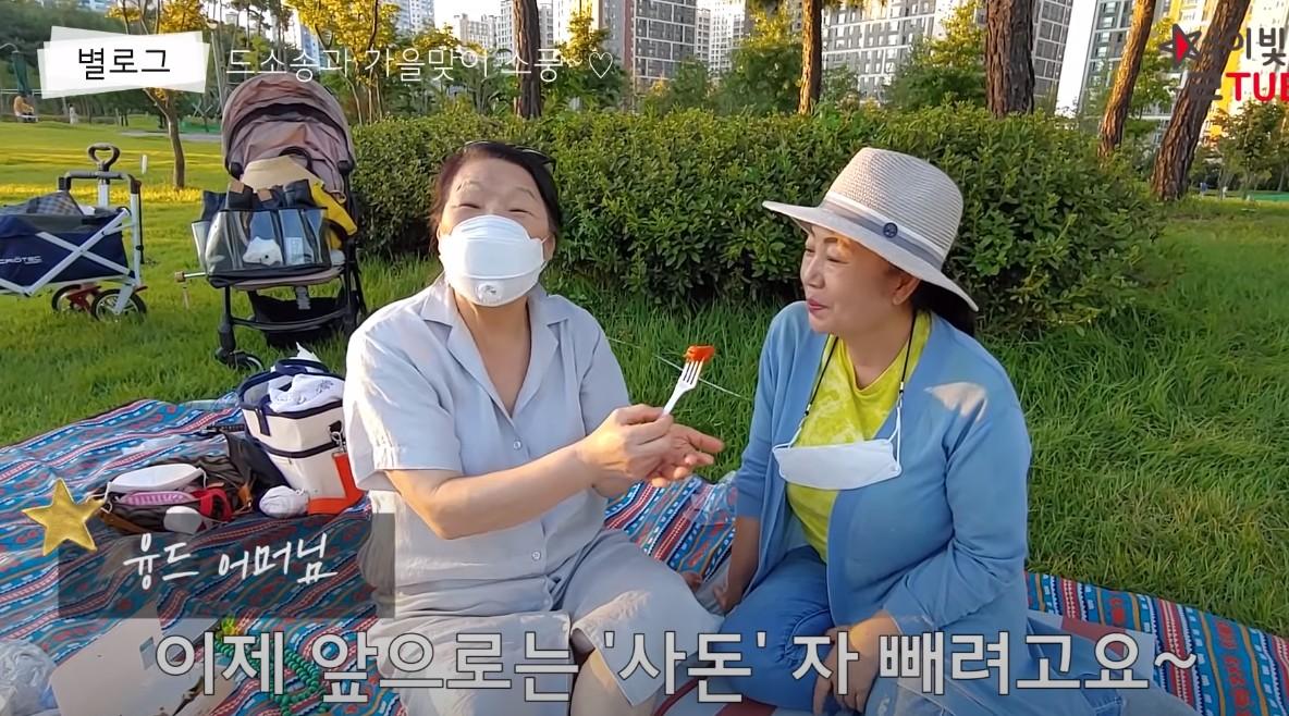 """""""사이좋은 사돈""""…별, 양가 어머님과 훈훈한 데이트(?)"""
