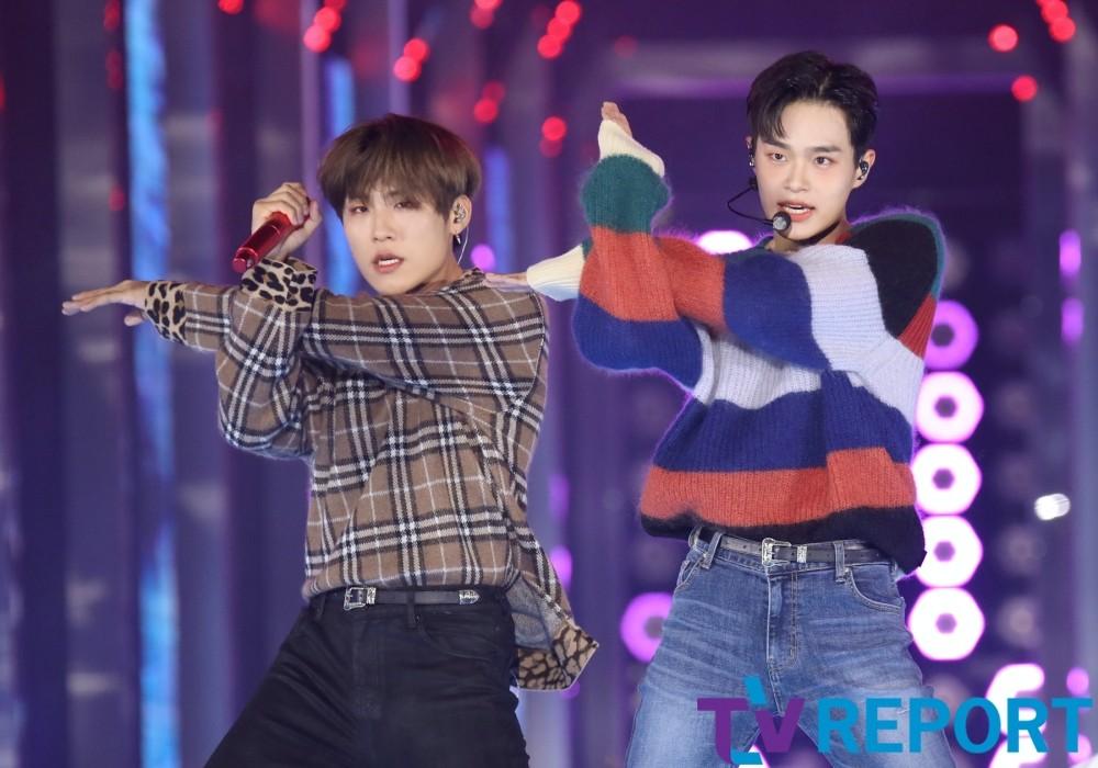 [T포토] 박우진-이대휘 '정갈한 댄스'