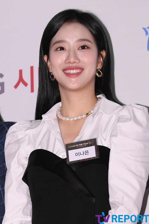 [T포토] 이나은 '미소가 아름다워'