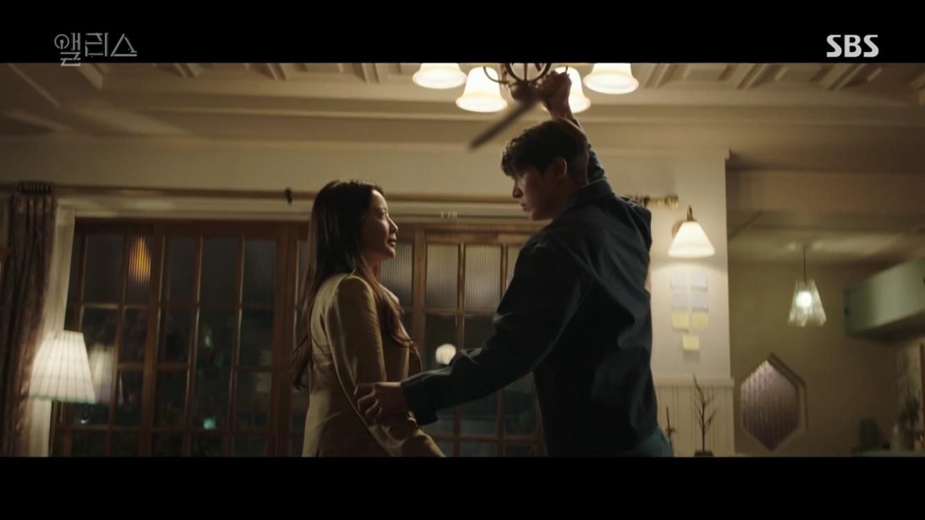 """'앨리스' 주원, 칼 들어 김희선 위협…""""아들 손에 숨 거둔다"""" 예언서 굴레 벗어날까 [종합]"""