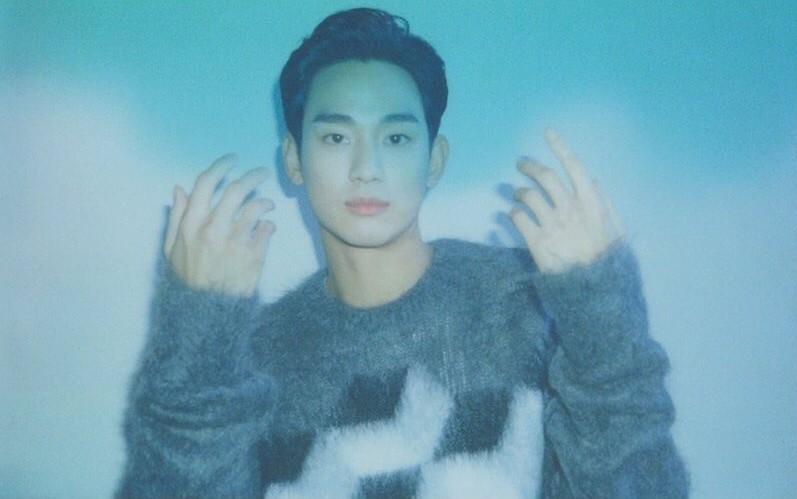 김수현, 손보다 작은 얼굴…비현실적 조각미남 [리포트:컷]