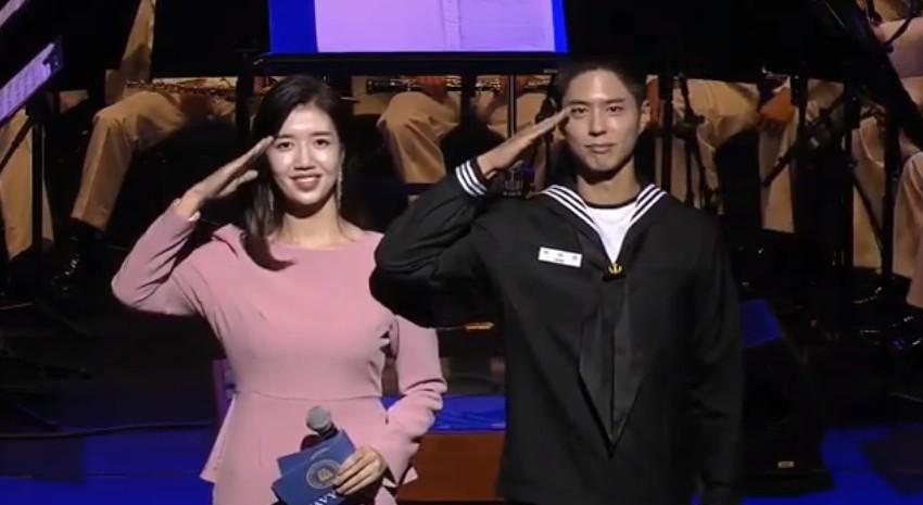 박보검, '호국 음악회' MC로 軍 첫 공식행사... '서복' 깨알 홍보까지