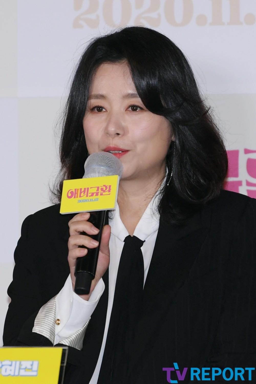 [T포토] 장혜진 '최우식,박소담,정수정 엄마예요'