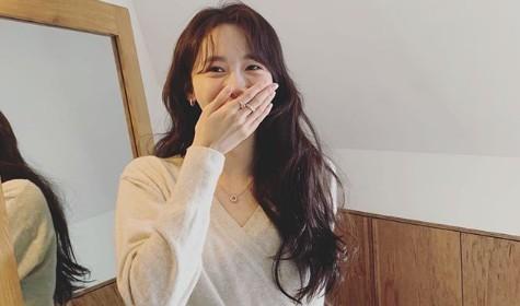 윤아, 자체발광 미모의 정석 '애교만점 눈웃음은 덤' [리포트:컷]