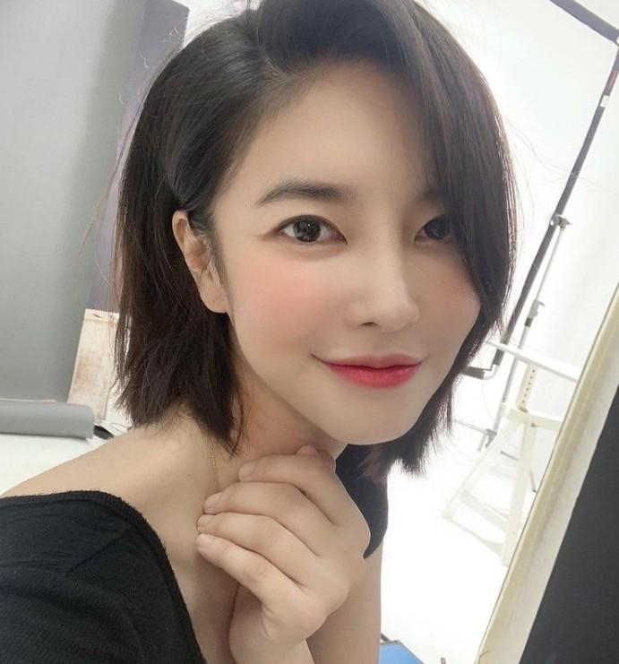 """""""더 예뻐졌네""""…김윤지, 화려한 외모로 근황 [리포트:컷]"""