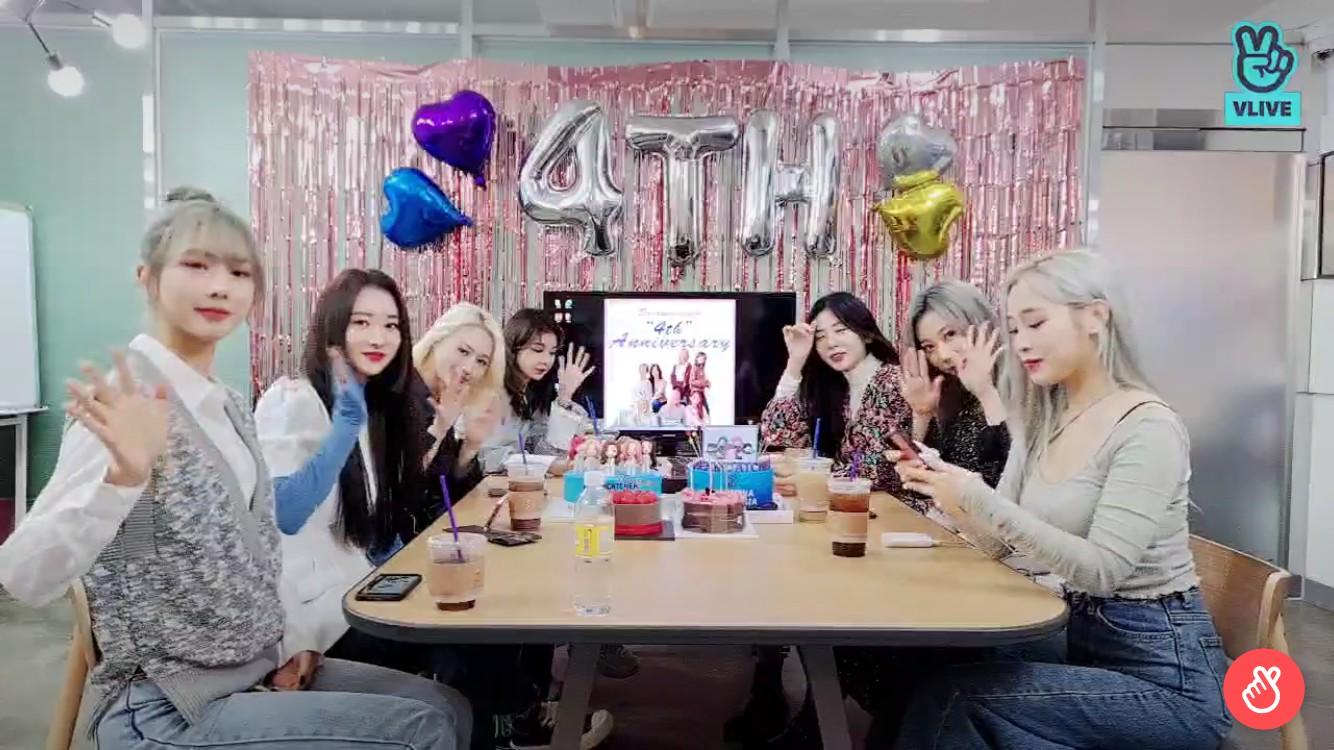 """드림캐쳐, 팬들과 4주년 축하+신곡 안무 스포 """"조금 어른 된 듯"""" [V라이브]"""