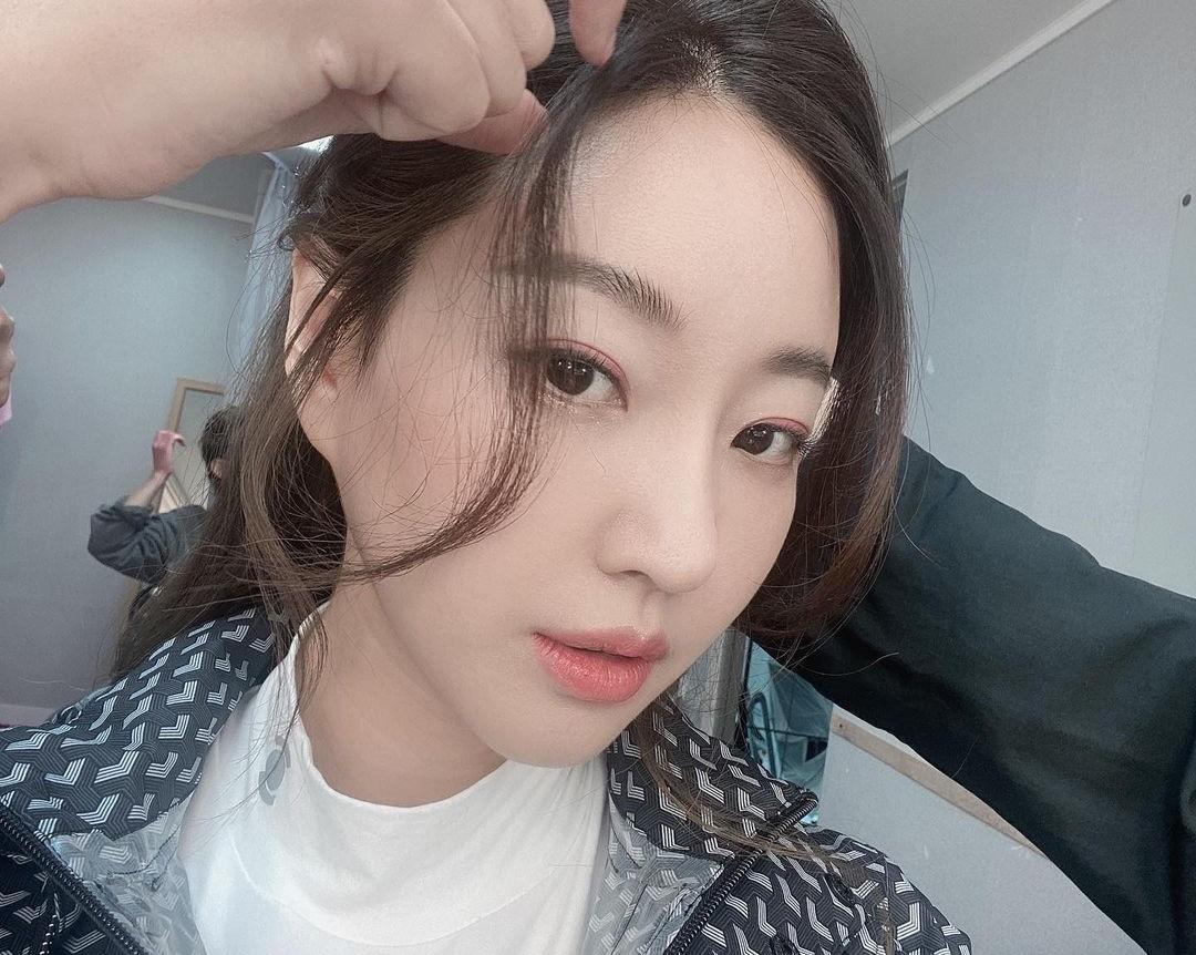 김사랑, 봄을 닮은 화사함…44세 핑크빛 비주얼 [리포트:컷]