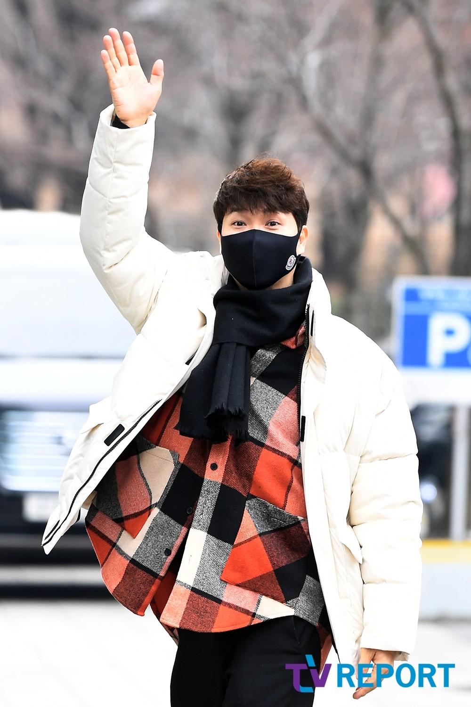 [T포토] 박수홍 '급해도 인사는 필수'