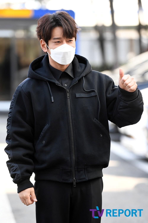 """[T포토] 황치열 """"추운 겨울, 치열 업!"""""""