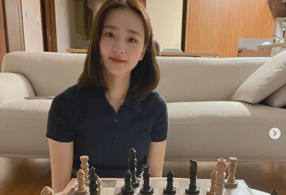 손연재, 체스 즐기는 요정 '눈부신 청순미' [리포트:컷]